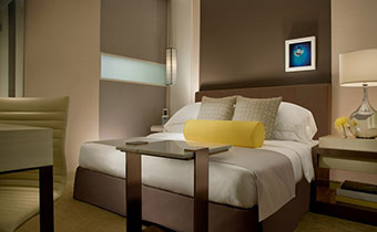 kimpton los angeles hotel wilshire deluxe guest room bed